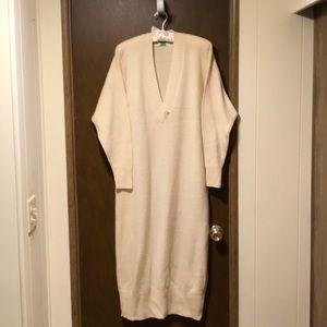 Ellen Tracy white wool long sleeve sweater dress.